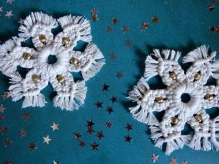 Weihnachtliche Makramee Sterne